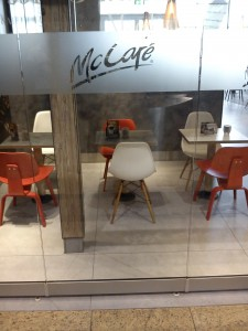 Eames Side Plastic Chair bei McDonalds